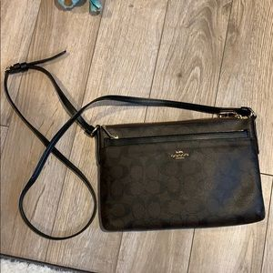 Brown/black crossbody